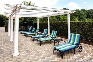 Hampton Inn & Suites Staten Island - New York