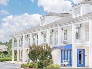 Baymont Inn & Suites Roanoke Rapids Angebot aufrufen