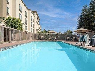 Hampton Inn & Suites Bakersfield-HWY 58