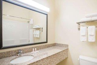 Baymont Inn & Suites Savannah South