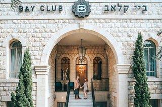 Bay Club Hotel