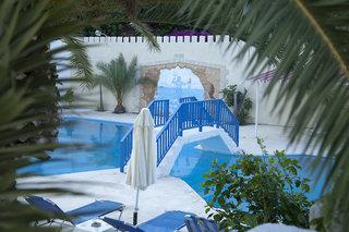 Achlia Hotel Apartments & Villa