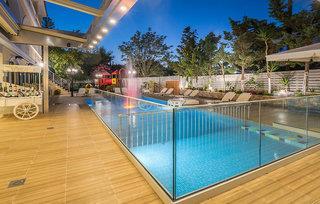 Denise Beach Hotel & Apartments