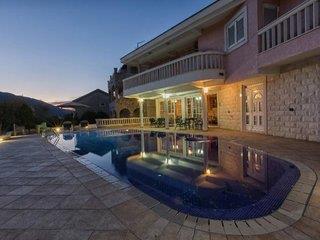 Apartments P&N Resort 4*, Igalo (Herceg Novi) ,Čierna Hora