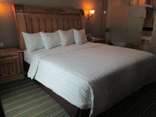 Twin Plaza Hotel