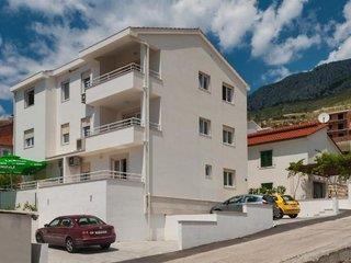Apartments Maja Omis