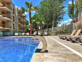 Pins Marina Apartments