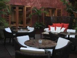 Ananda Hotel Boutique