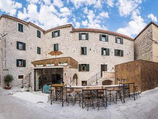 Heritage Palace Varos