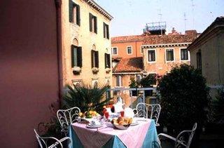 Hotelbild von Carlton Capri
